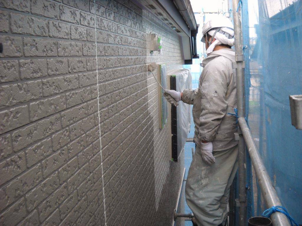 外壁の中塗り中