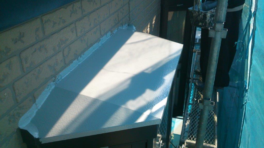 出窓天端の下塗り修了