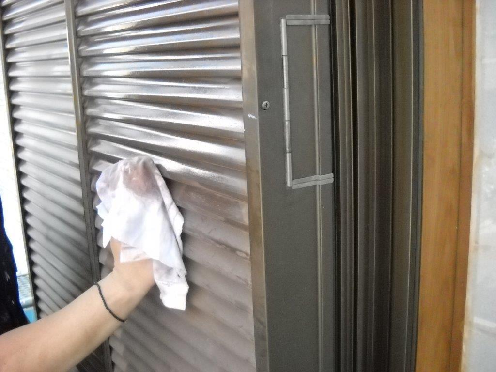 戸袋のシンナー拭き