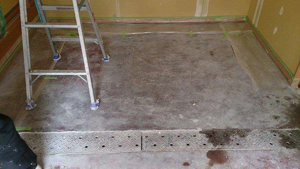 床の塗装前
