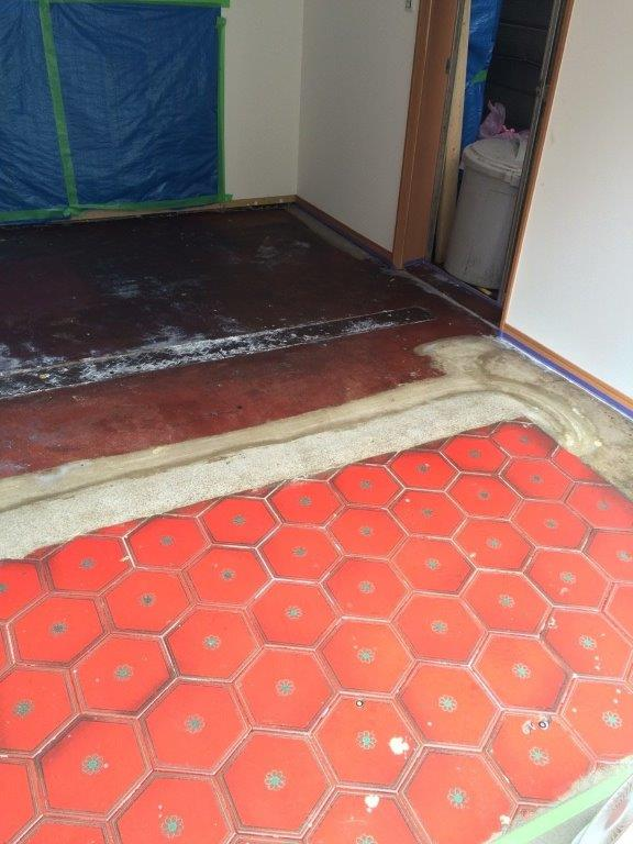 床 下塗り修了