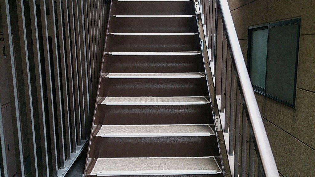 鉄骨階段の塗装工事完工