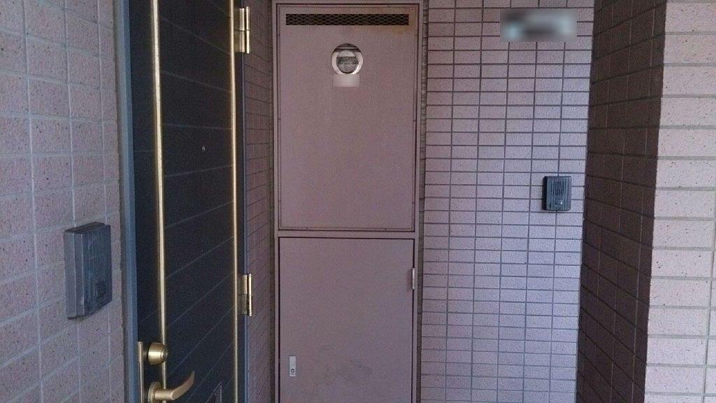 PS(パイプシャフト)扉の塗装前