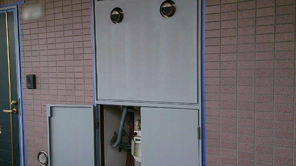 PS(パイプシャフト)扉の下塗り塗装修了