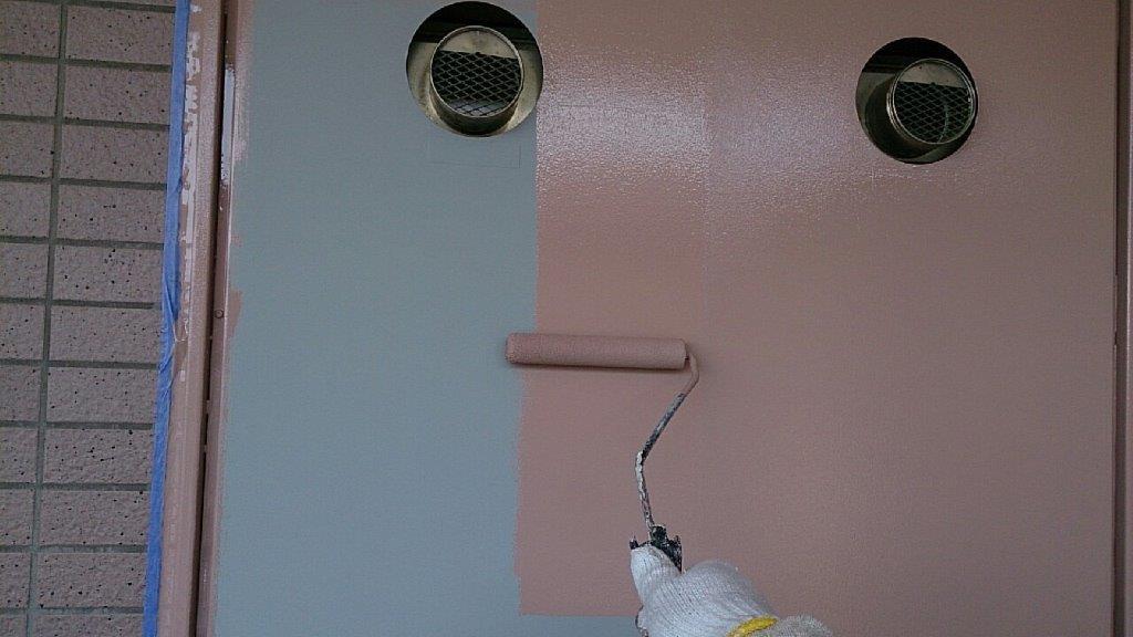 PS(パイプシャフト)扉の中塗り