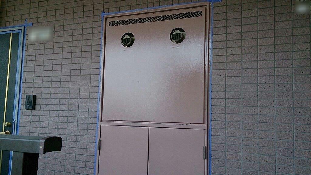 PS(パイプシャフト)扉の中塗り修了