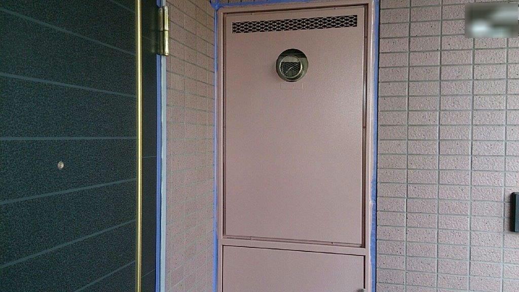 PS(パイプシャフト)扉の上塗り修了