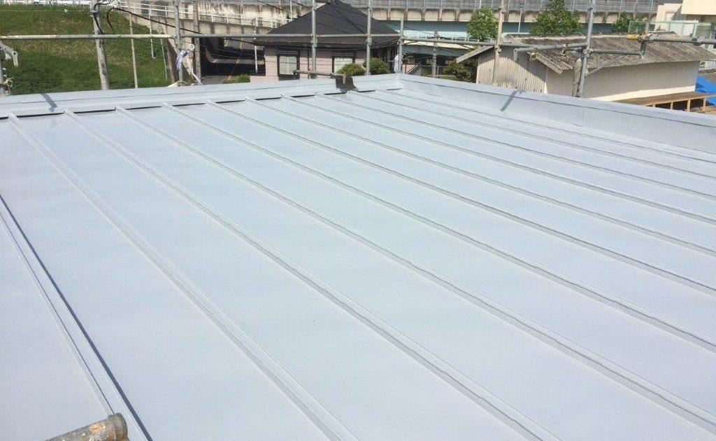 大屋根の中塗り塗装 修了
