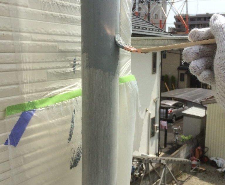 雨樋の上塗り塗装(1回目)