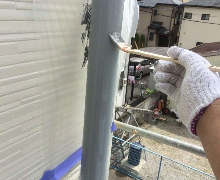 雨樋の上塗り塗装(2回目)
