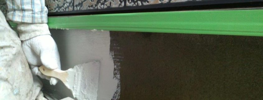 基礎立ち上がりの中塗り塗装