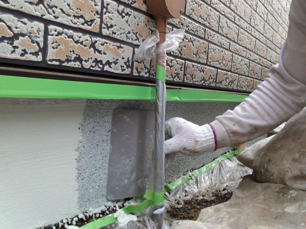 基礎立ち上がりの上塗り塗装