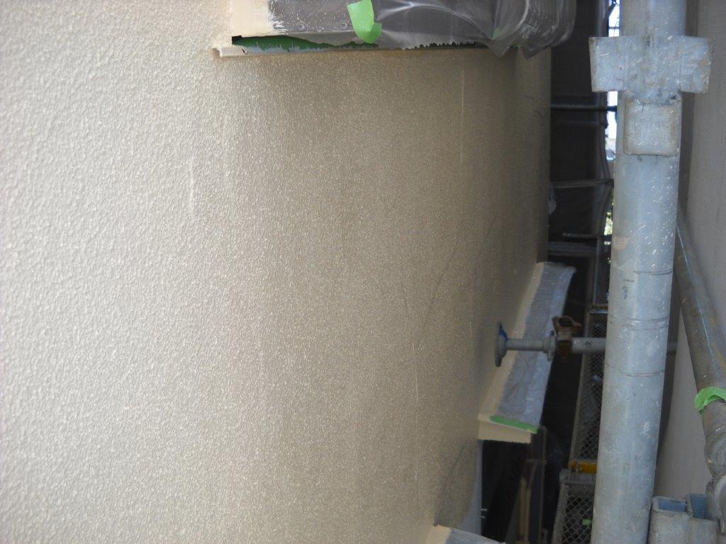 外壁の中塗り塗装の修了