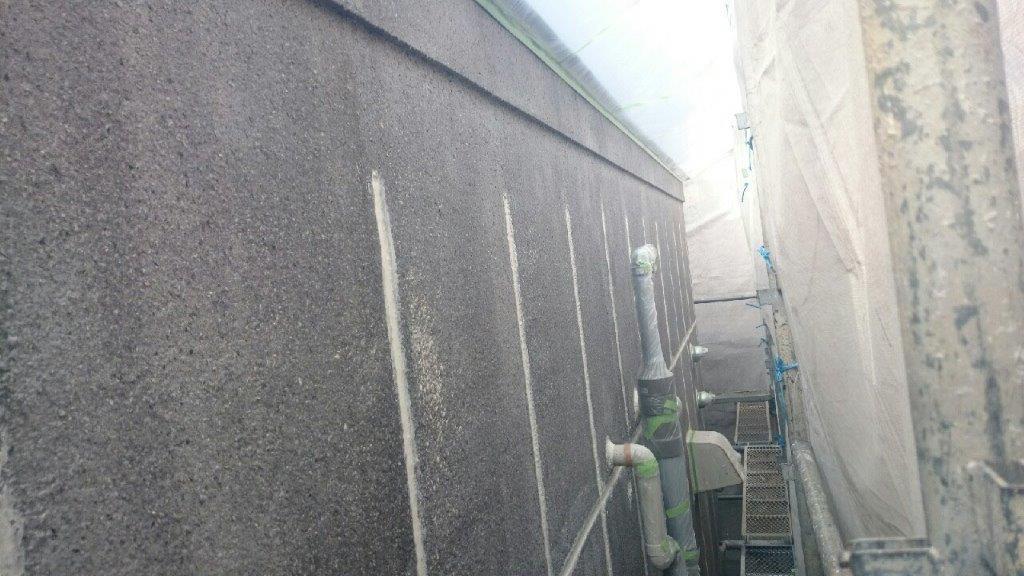 外壁の下塗り塗装修了