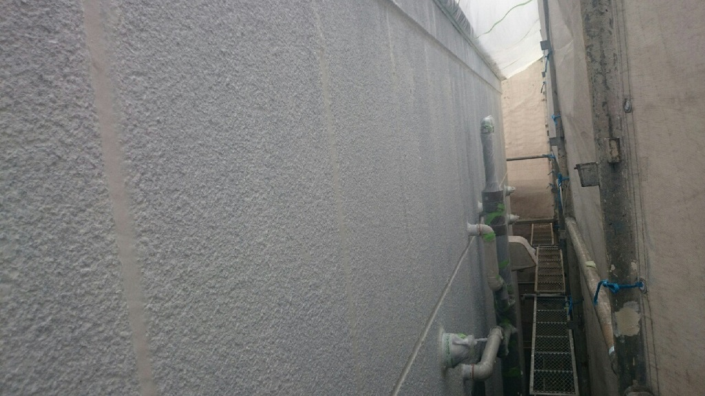 外壁の下塗り塗装 修了