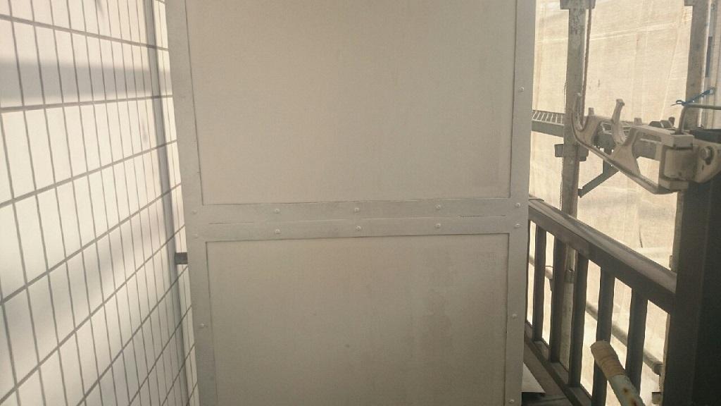 パーテーションの下塗り塗装 修了