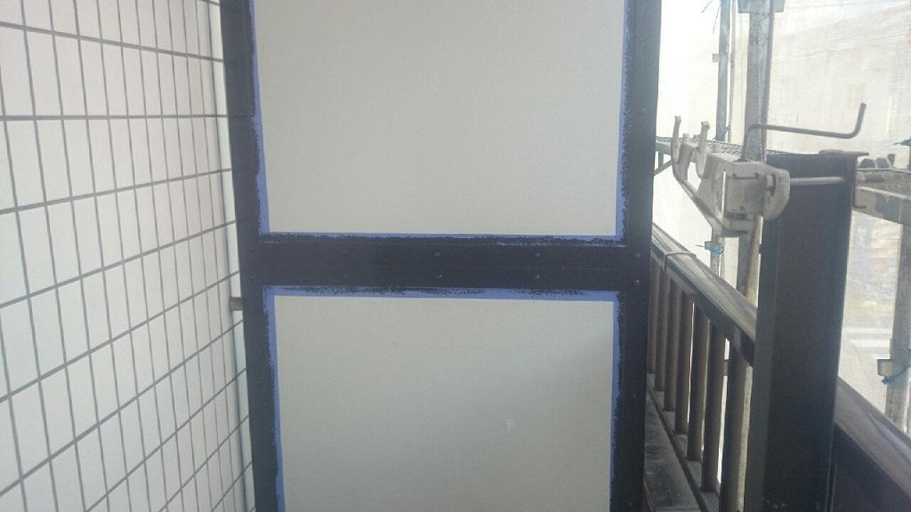 パーテーションの中塗り塗装 修了