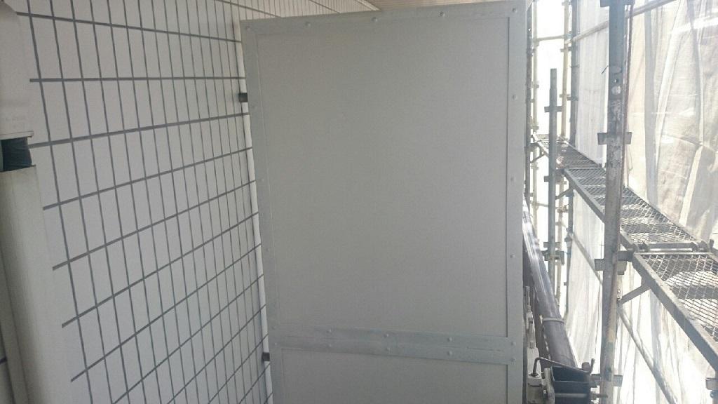 パーテーションの上塗り塗装(2回目)修了