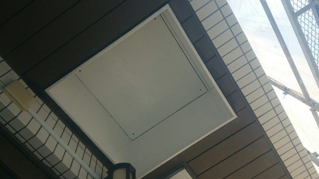 避難ハッチの下塗り塗装 修了
