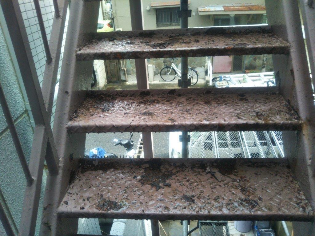 劣化した共用の鉄骨階段