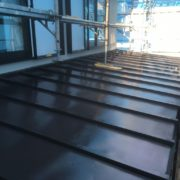 下屋根の塗装工事