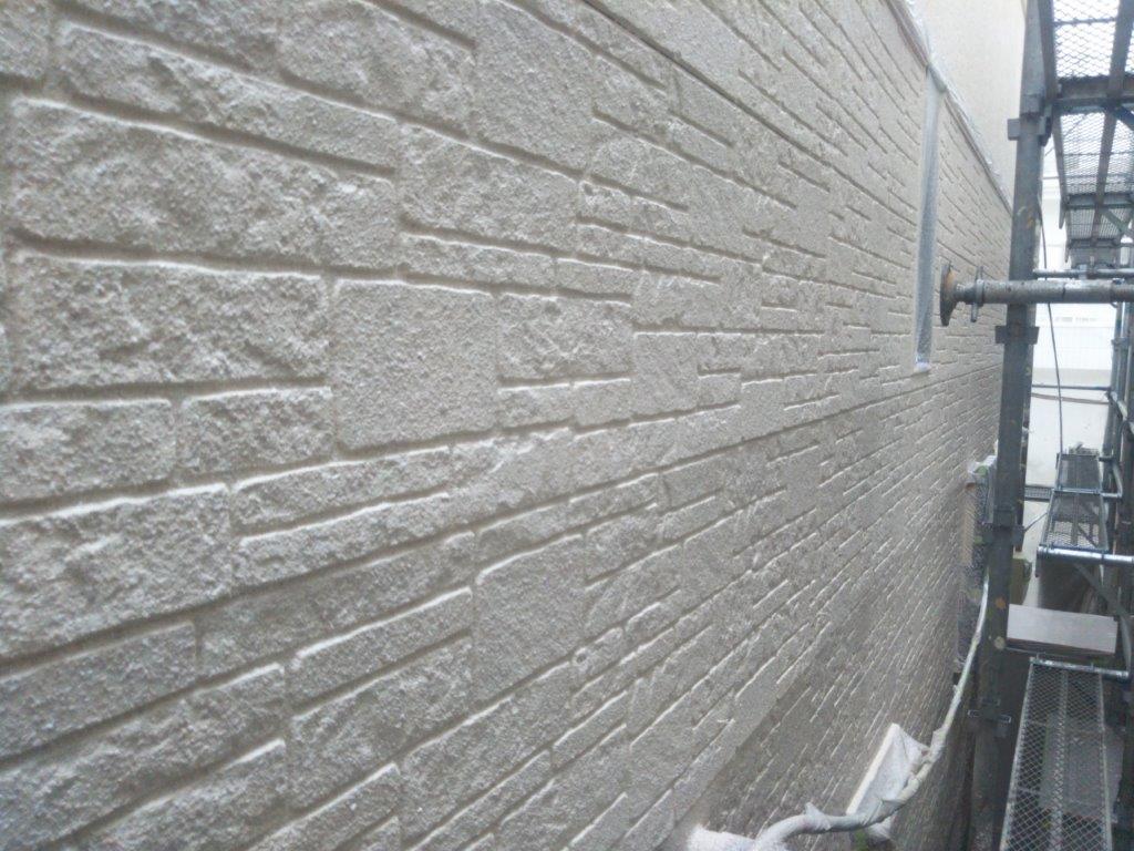 外壁の中塗り塗装 修了