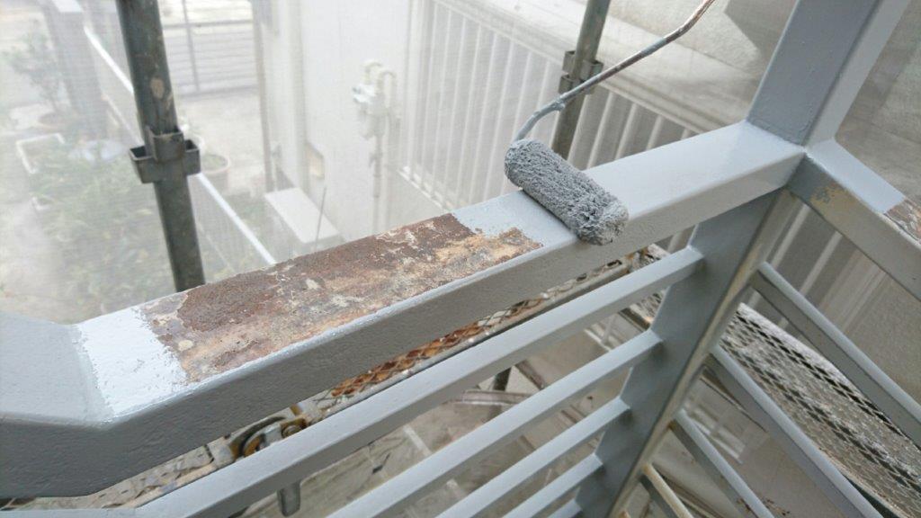 外階段(鉄部)の下塗り塗装