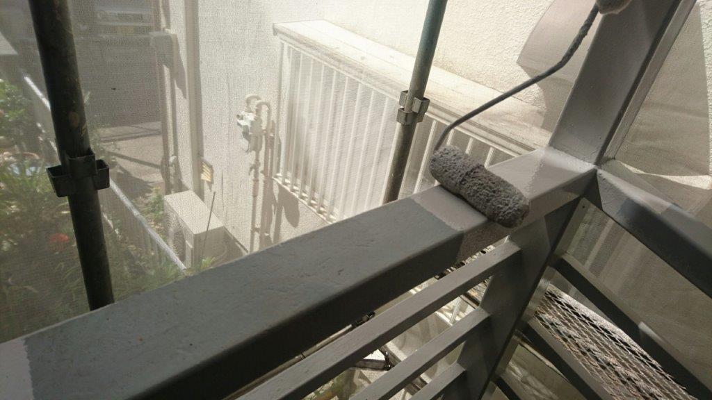 外階段(鉄部)の中塗り塗装