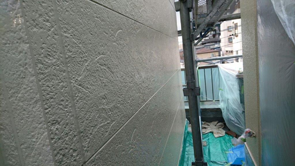 サイディングの下塗り塗装後