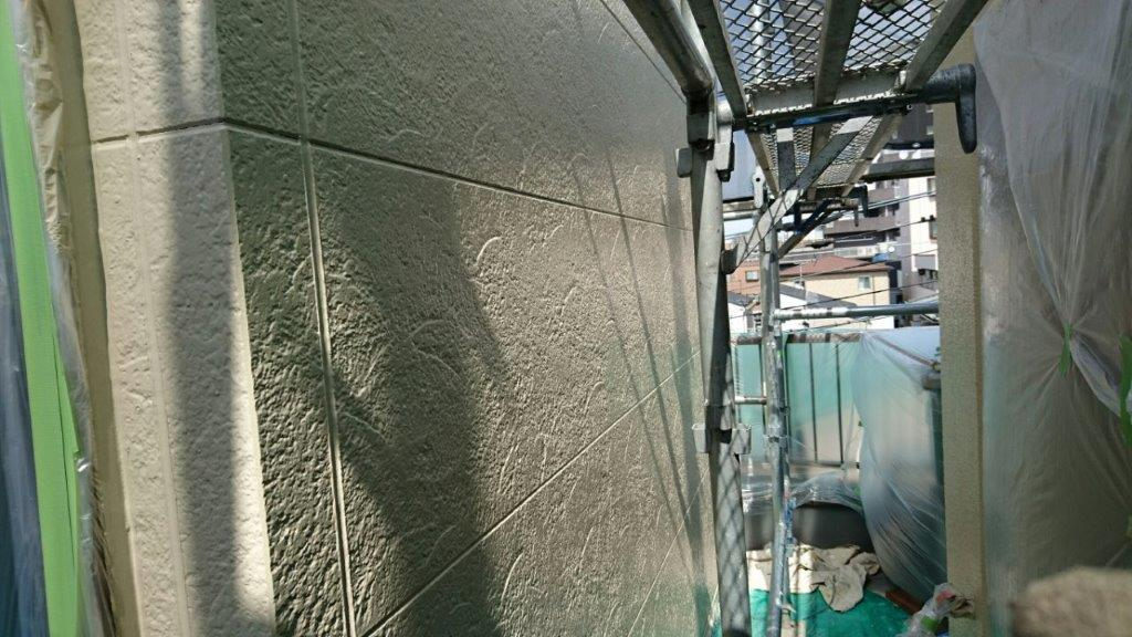 サイディングの中塗り塗装後