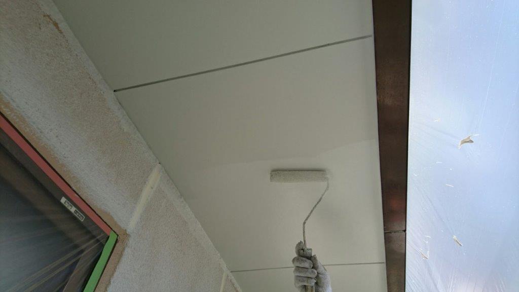 軒天の上塗り塗装(2回目)
