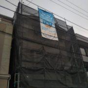 外壁の塗装工事中