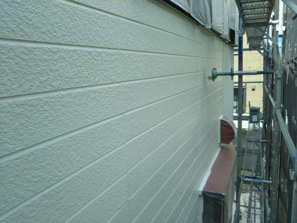 外壁の中塗り塗装修了