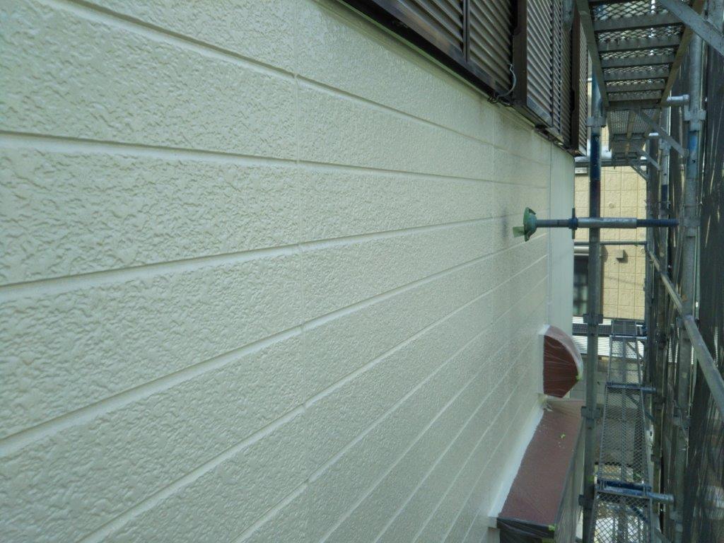外壁の上塗り塗装修了