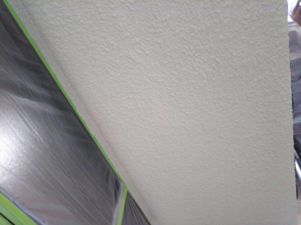 天井の中塗り塗装修了