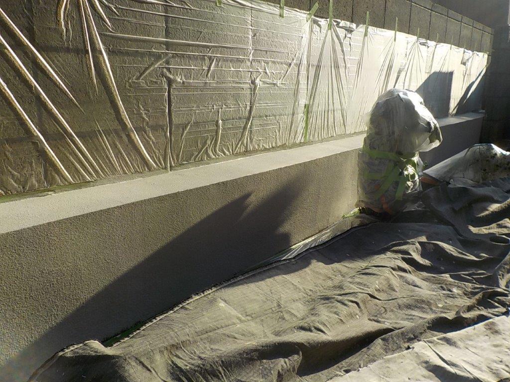 ブロック塀基礎の下塗り塗装修了