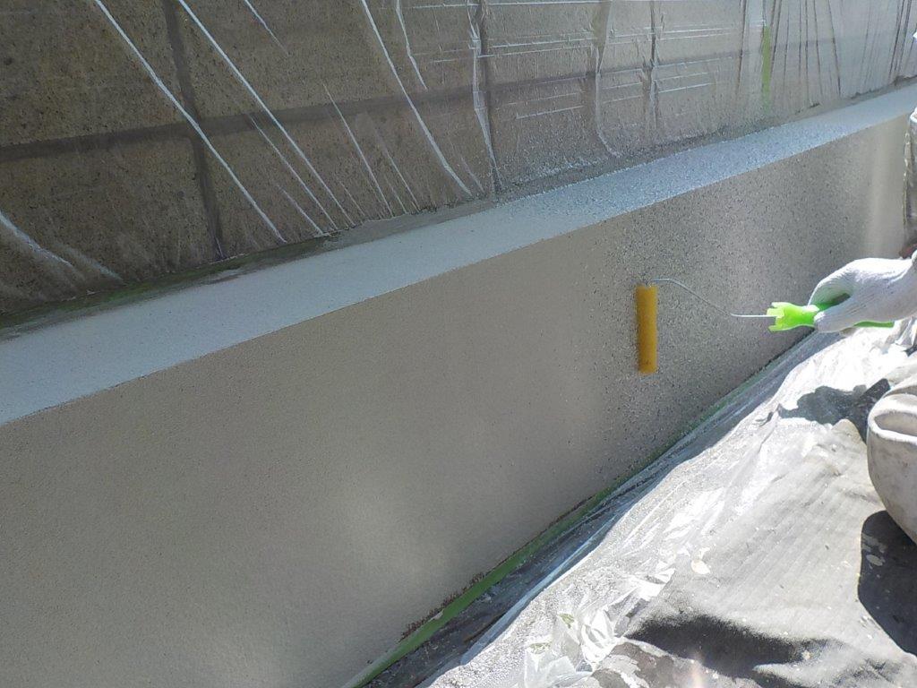 ブロック塀基礎の上塗り塗装1回目