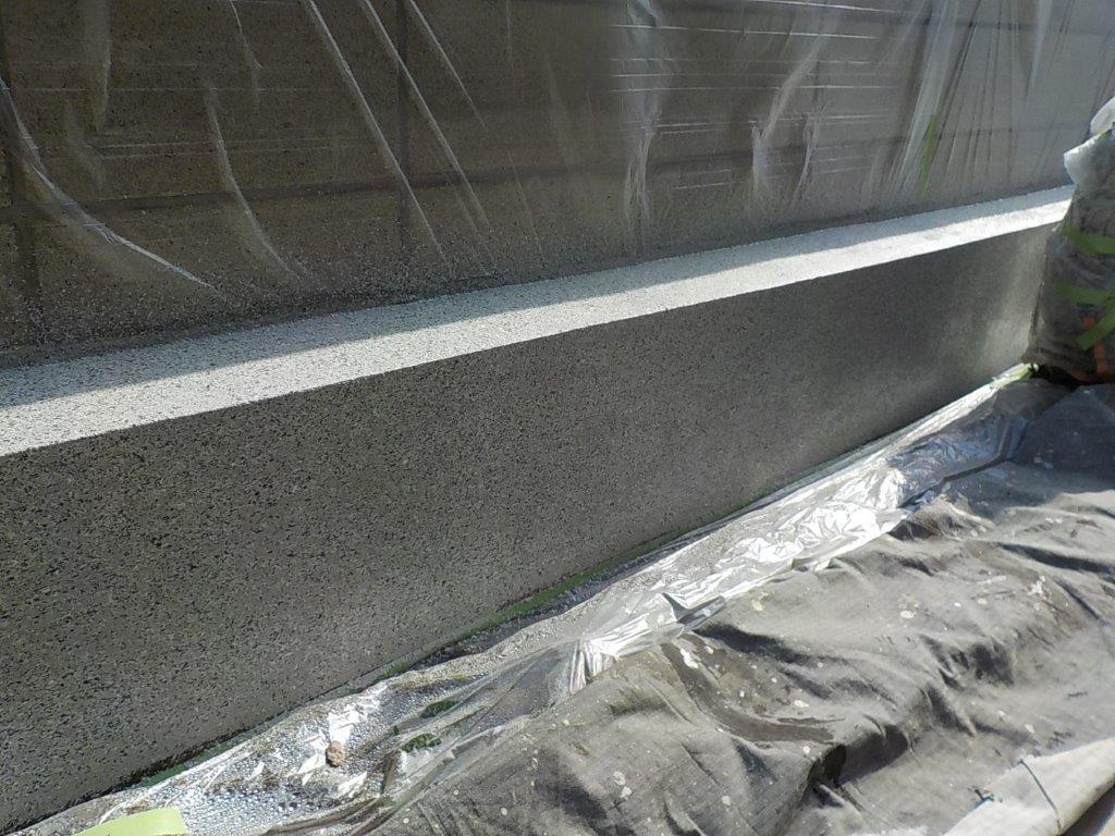 ブロック塀基礎の上塗り1回目修了