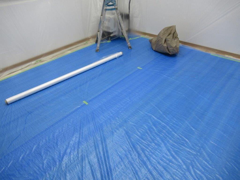 床の養生作業