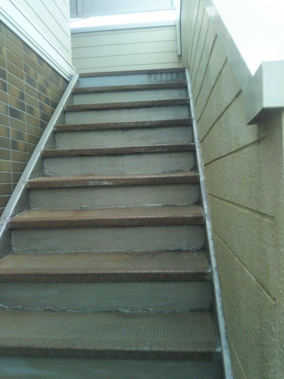 共用階段の施工前