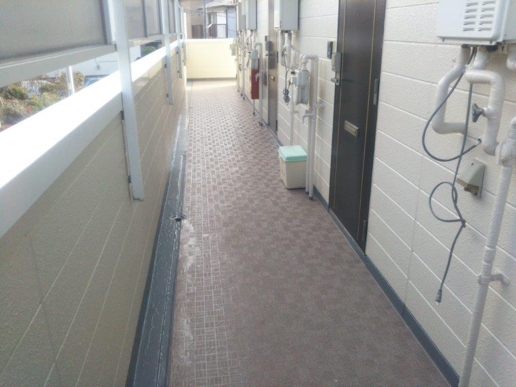 共用廊下の長尺シート工事完了