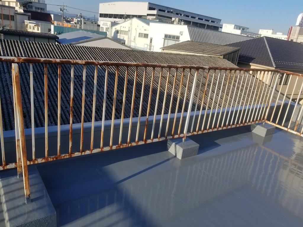 ケレン前の屋上鉄柵