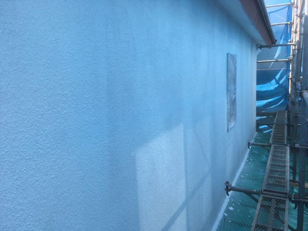 外壁の下塗り塗装後