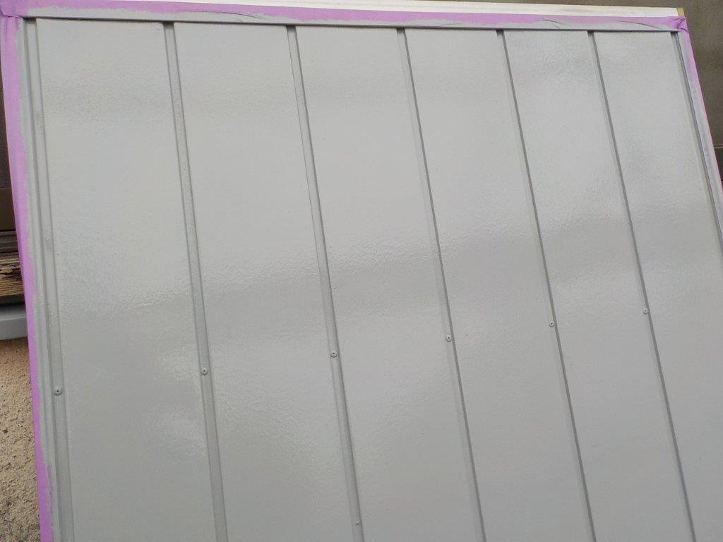雨戸の下塗り塗装後