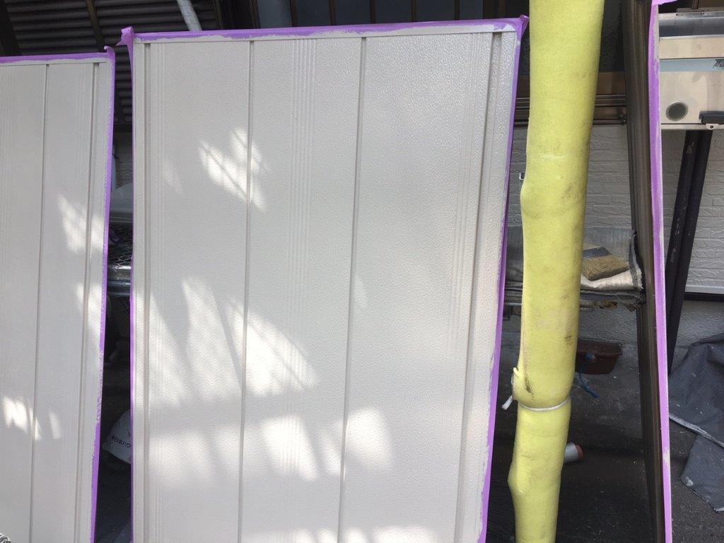 雨戸の中塗り塗装後