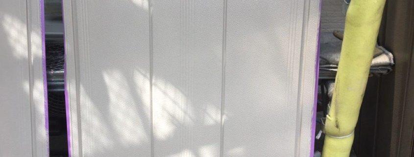 雨戸の上塗り塗装後