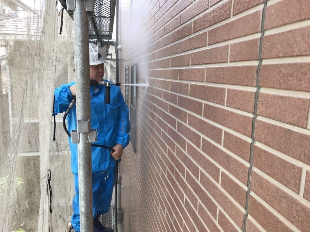 外壁への高圧洗浄