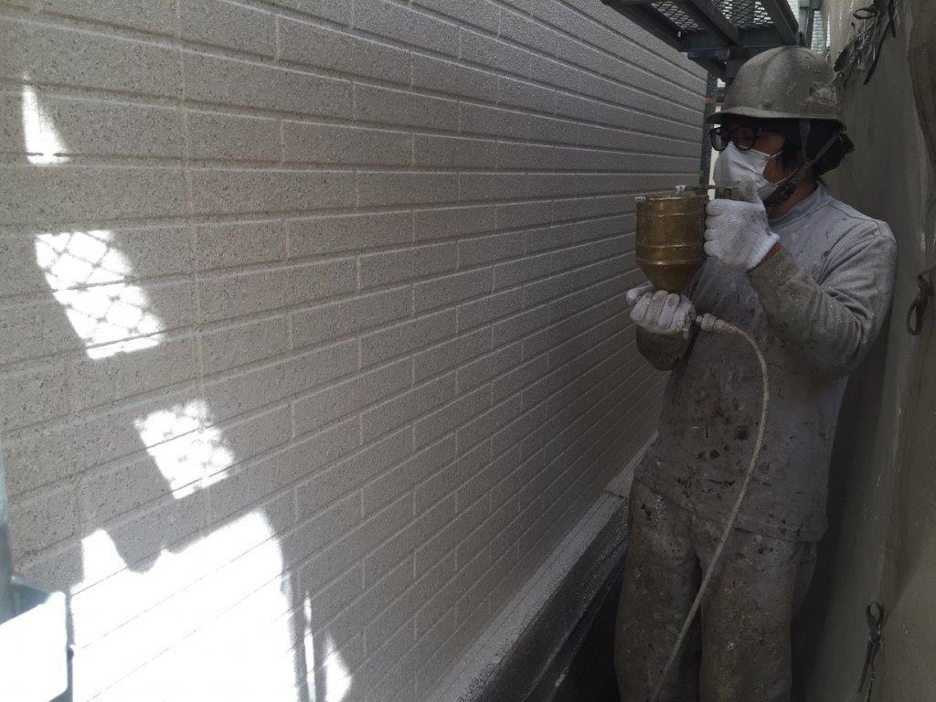 外壁の吹き付け塗装