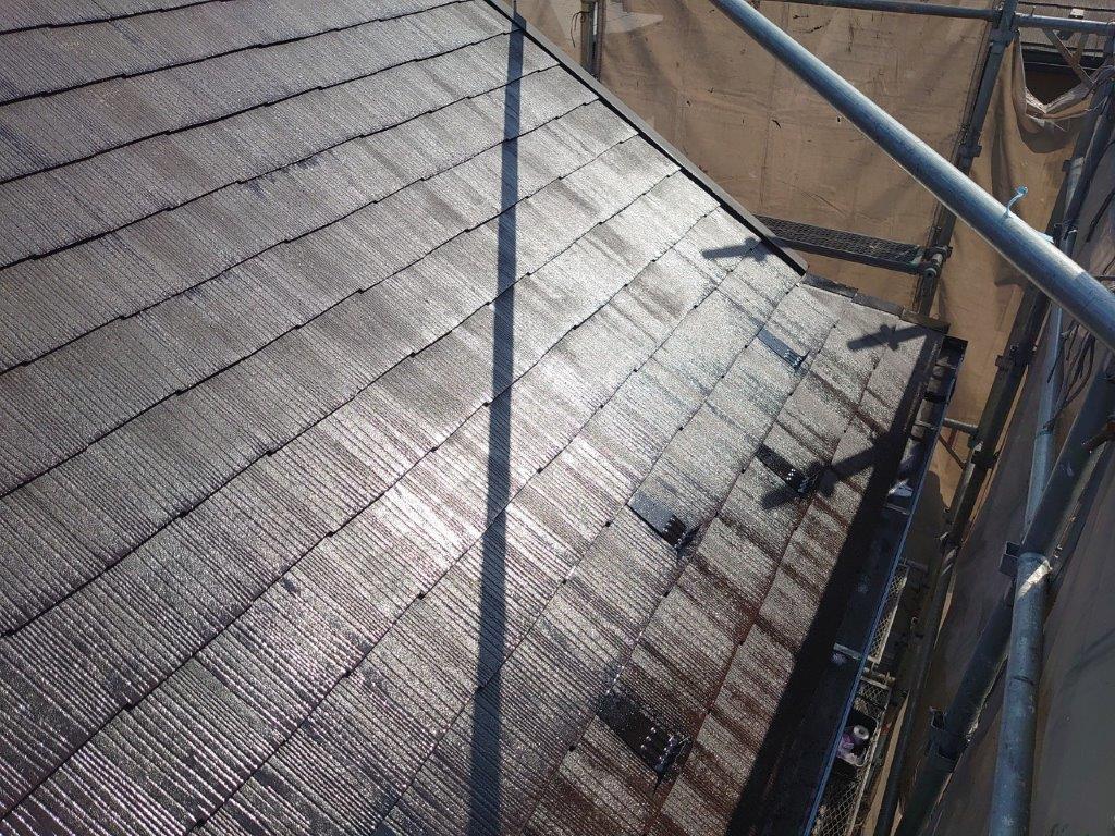 屋根の下塗り塗装後