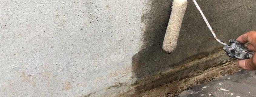 土台基礎の下塗り塗装